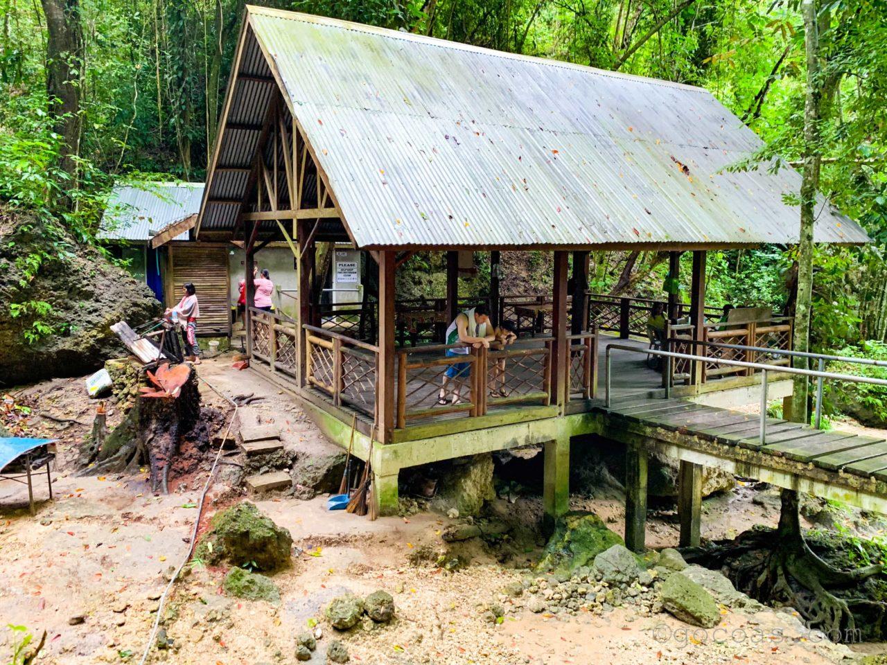 ツマログの滝休憩所