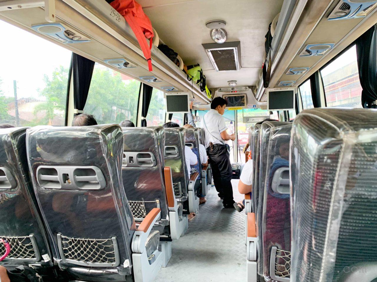 オスロブのバス内