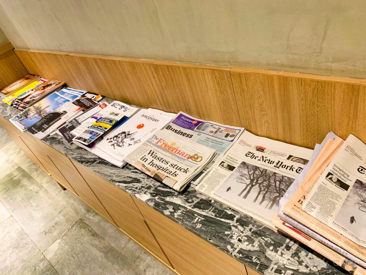 マクタンセブ国際空港ラウンジ内雑誌