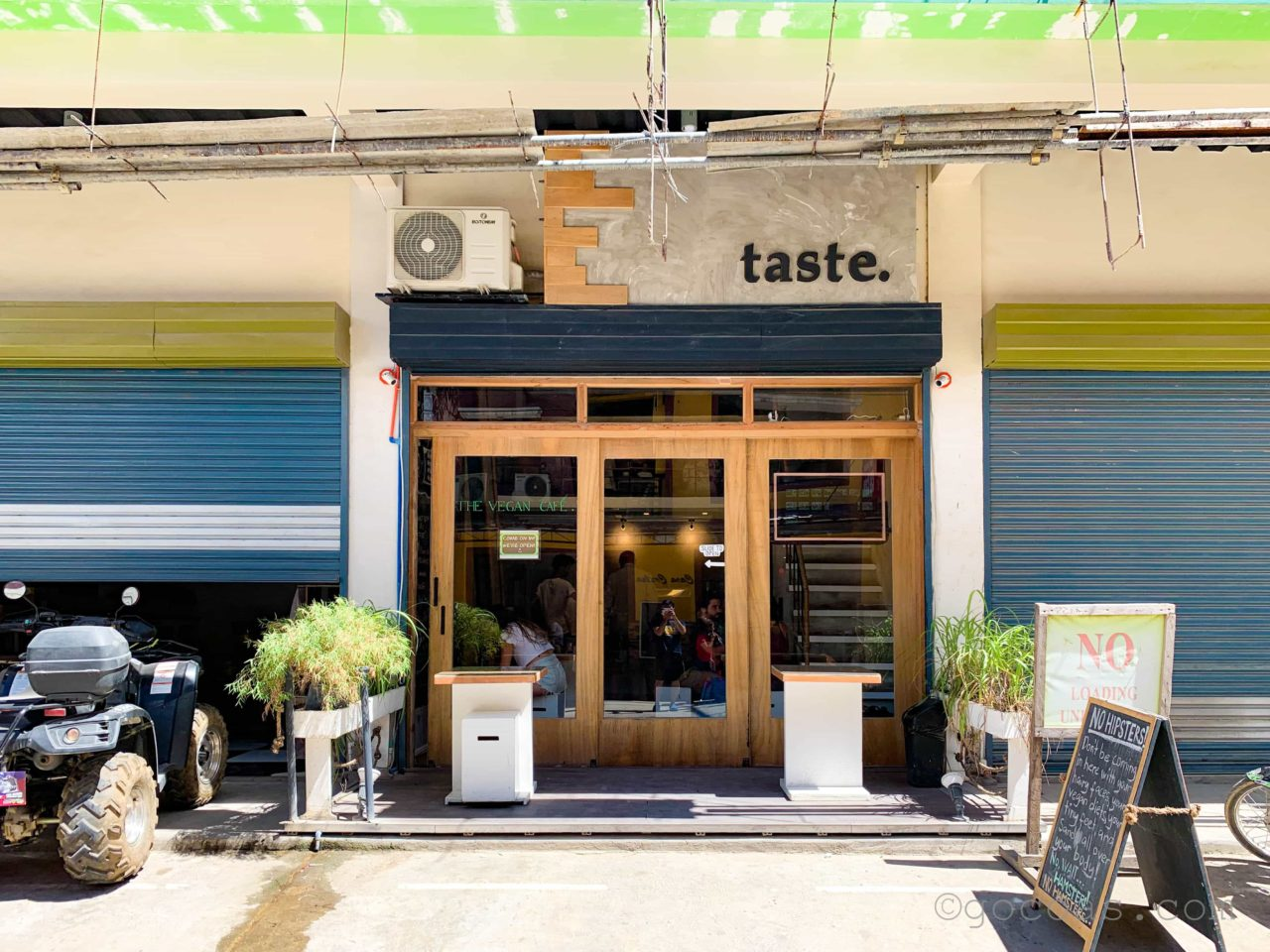 THE VEGAN CAFE外観