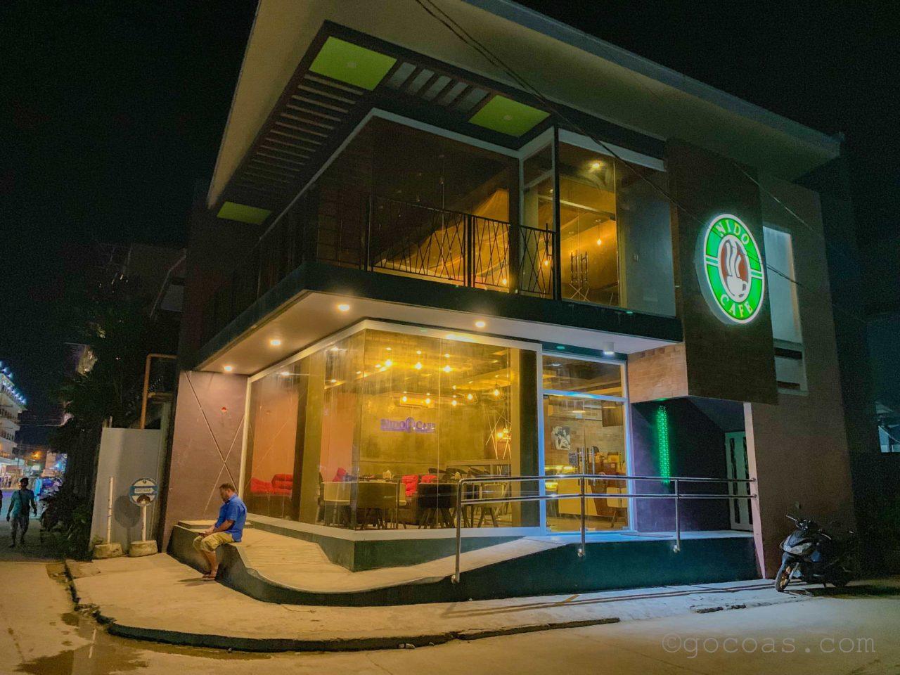 ニドカフェ外観夜