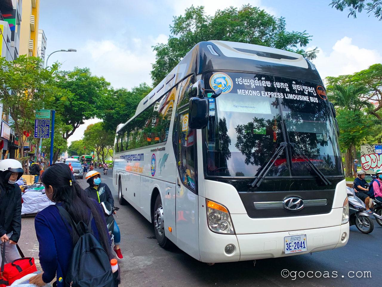 メコンエクスプレスのバス
