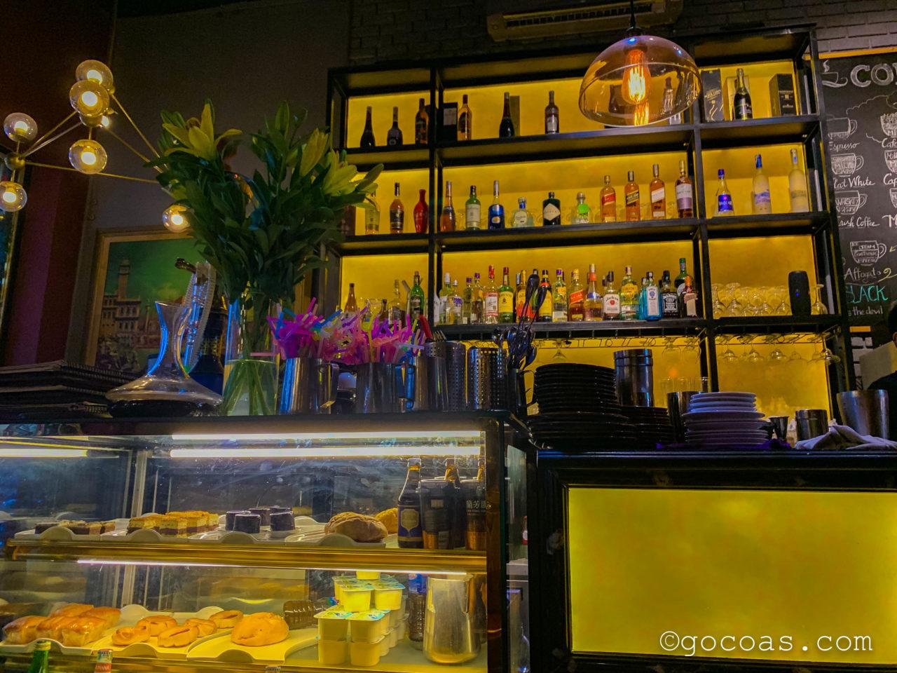 VIVENNE CAFE/restaurant/wine店内