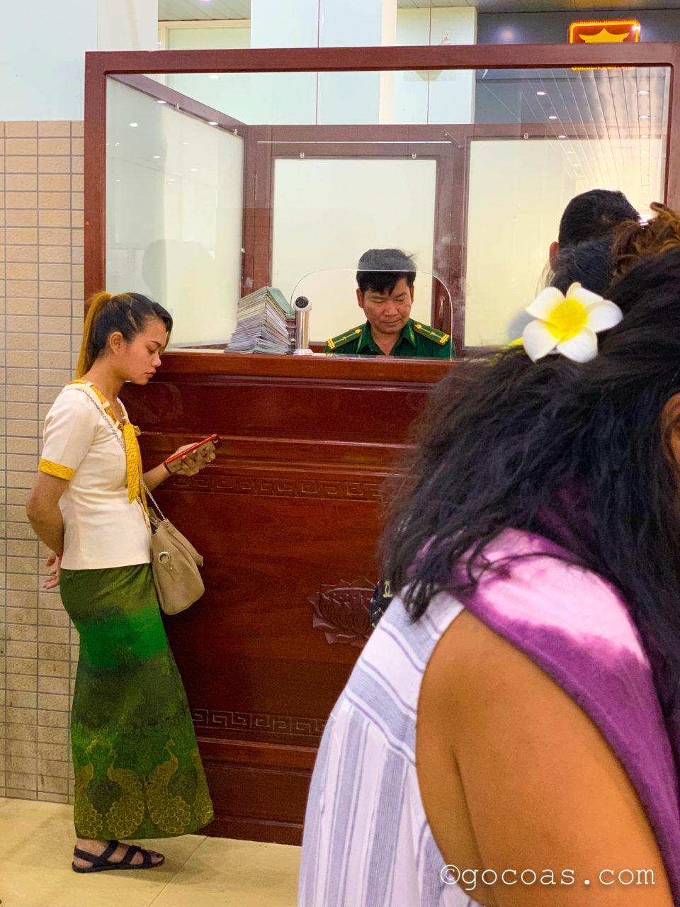 ベトナムのイミグレーションで出国手続き