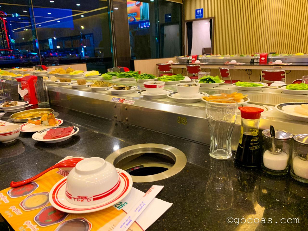 Shabu Shabu & Sushi Buffetの回転ずしみたいな店内
