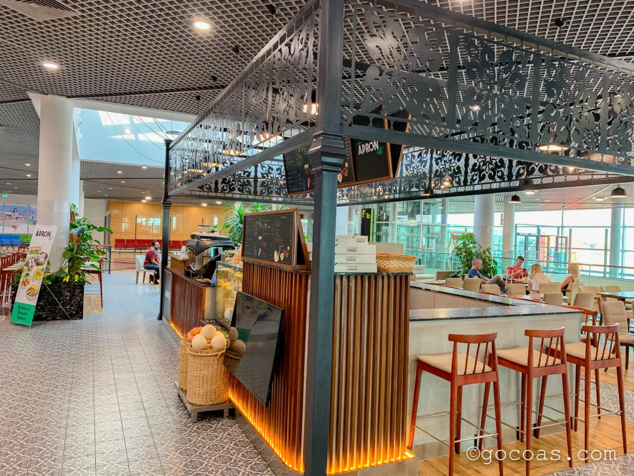 プノンペン国際空港国内線の搭乗ゲートエリアにあるカフェ
