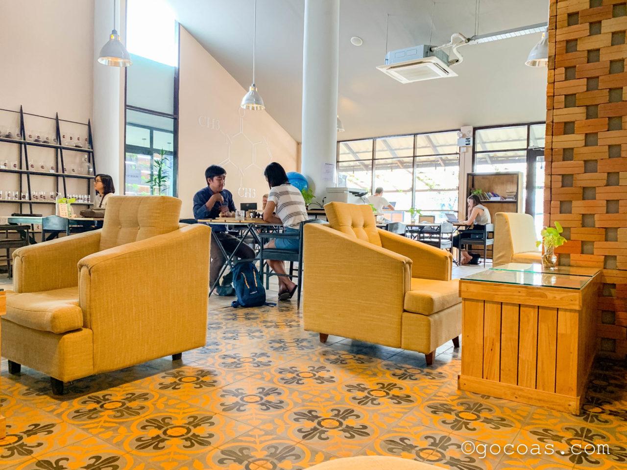 BIOLAB Coffee & Office店内