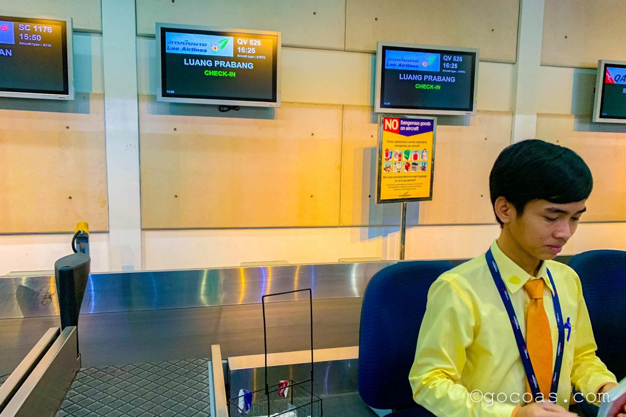 シェムリアップ国際空港のラオス航空のチェックインカウンター