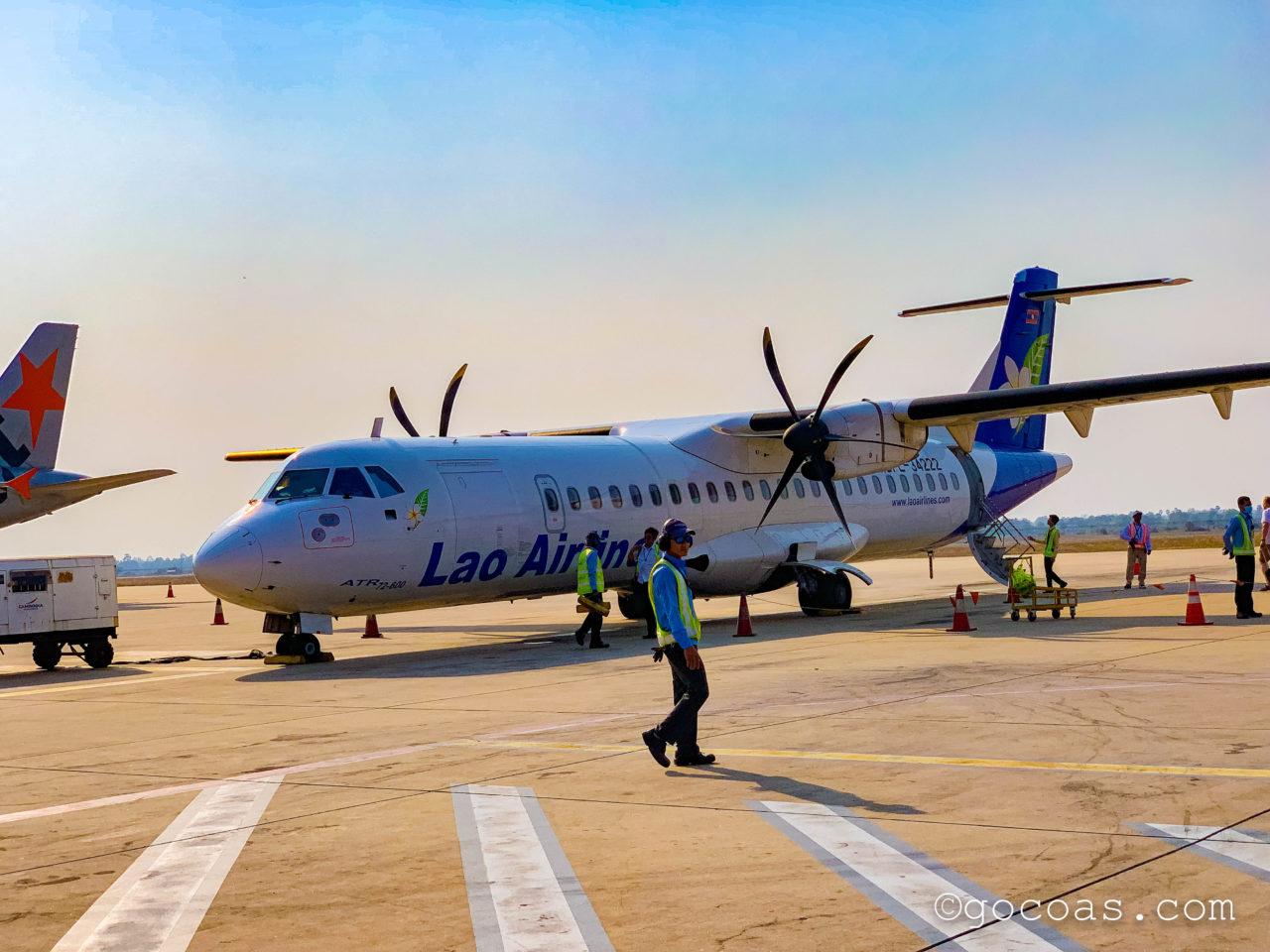 シェムリアップ国際空港のラオス航空の飛行機の外観