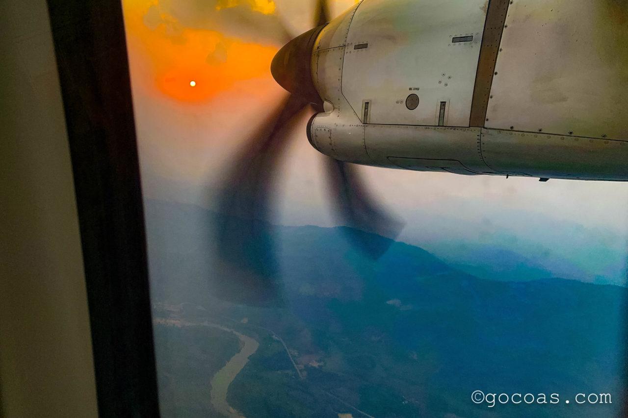 ラオス航空の窓からの景色と夕日