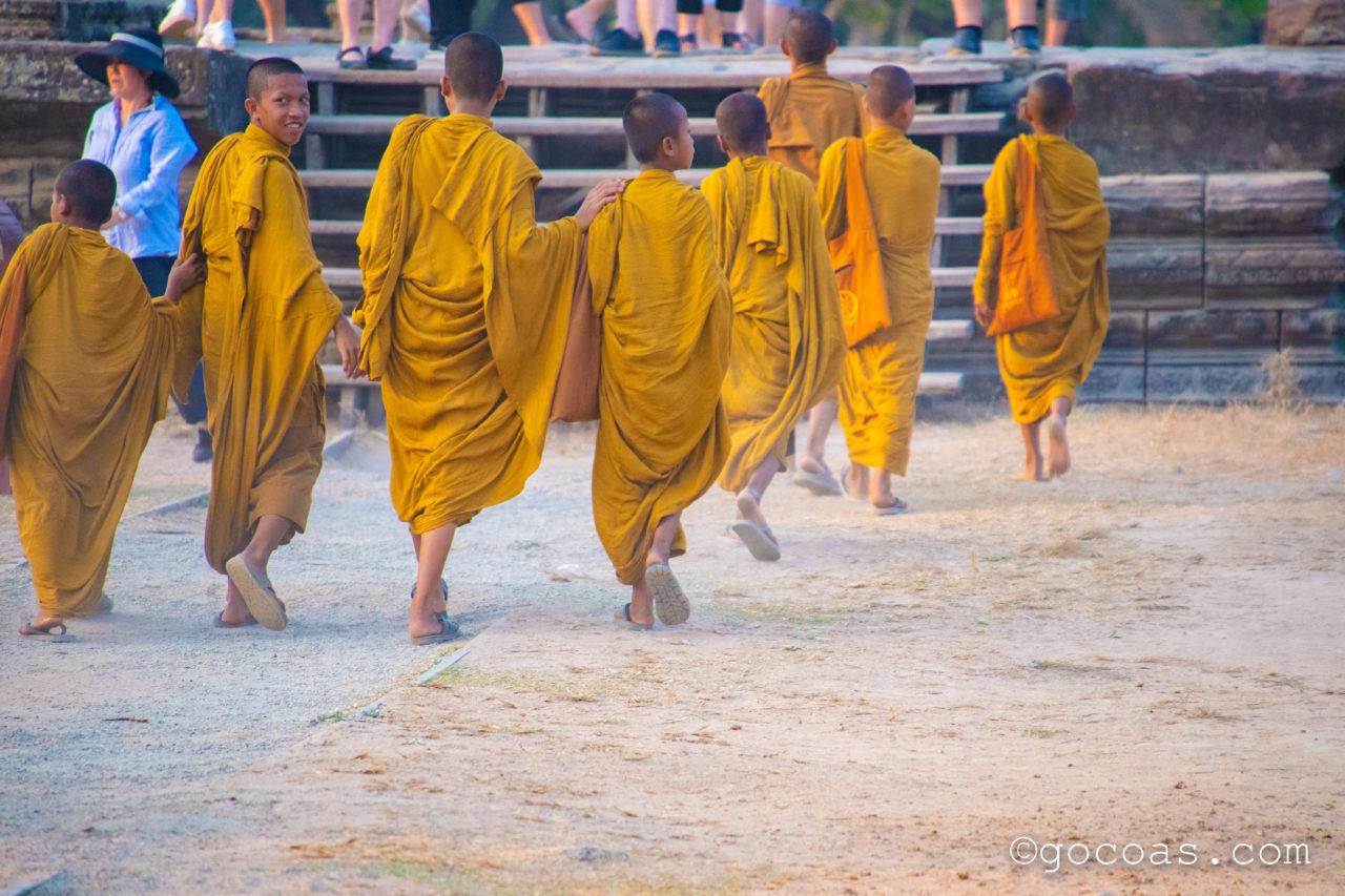 カンボジア遺跡アンコールワットの修行僧