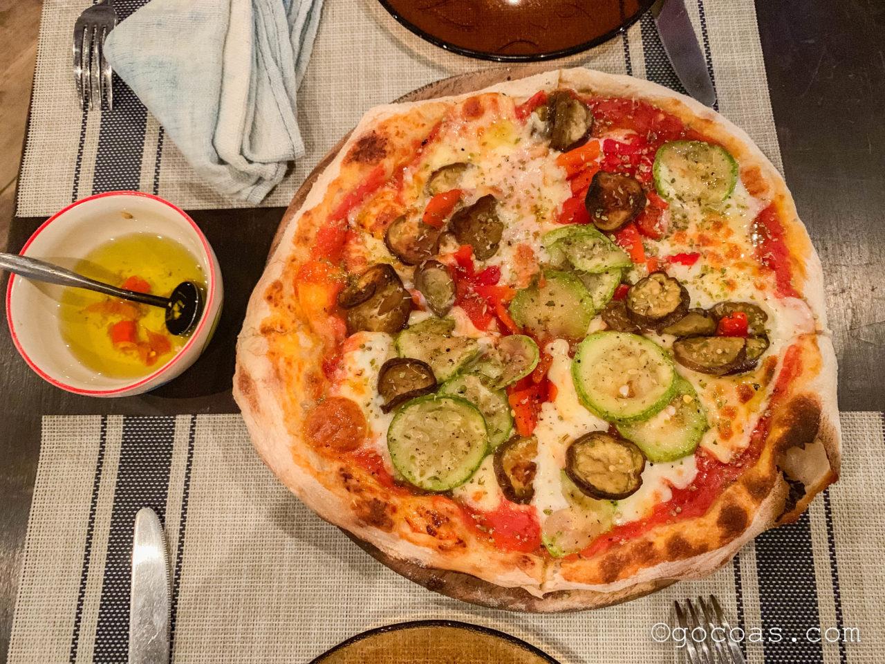 L'isola dei Nuraghiで食べたピザとオリーブオイルソース