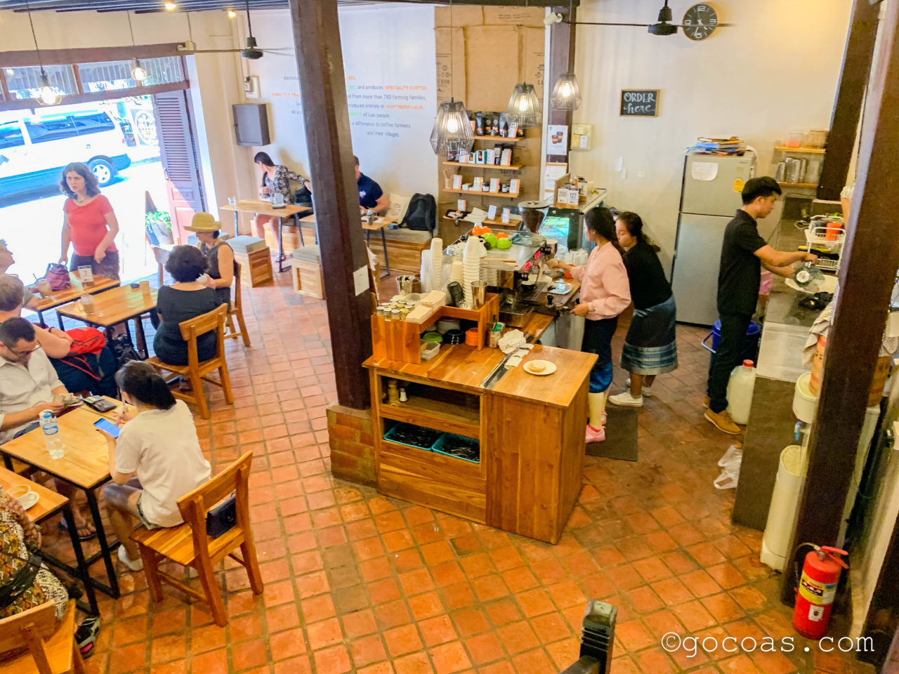Saffron Coffee's Espresso, Brew Bar, & Roasteryの店内