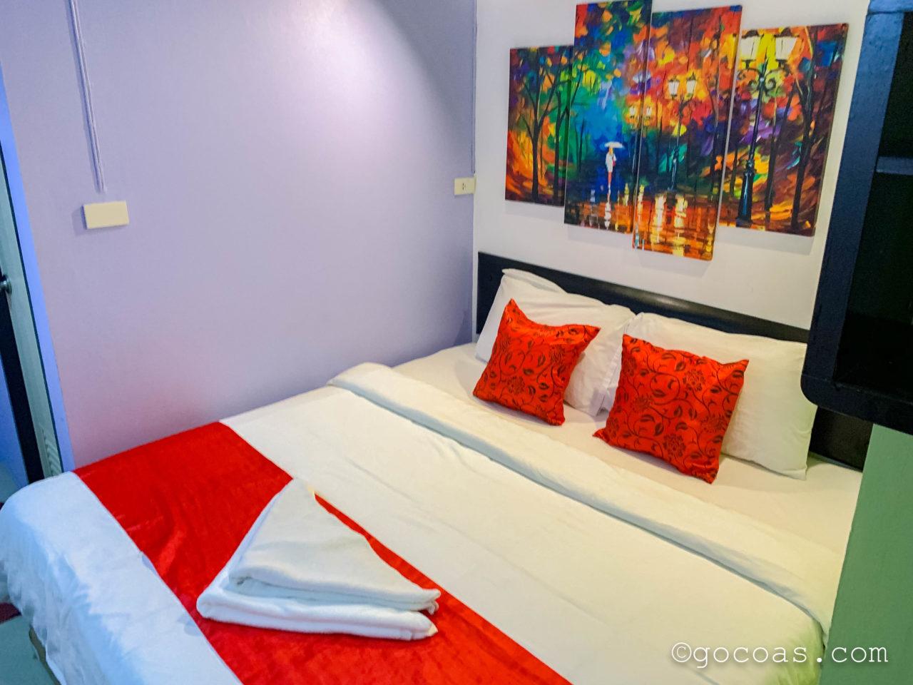 カオサン アート ホテル室内のベッド