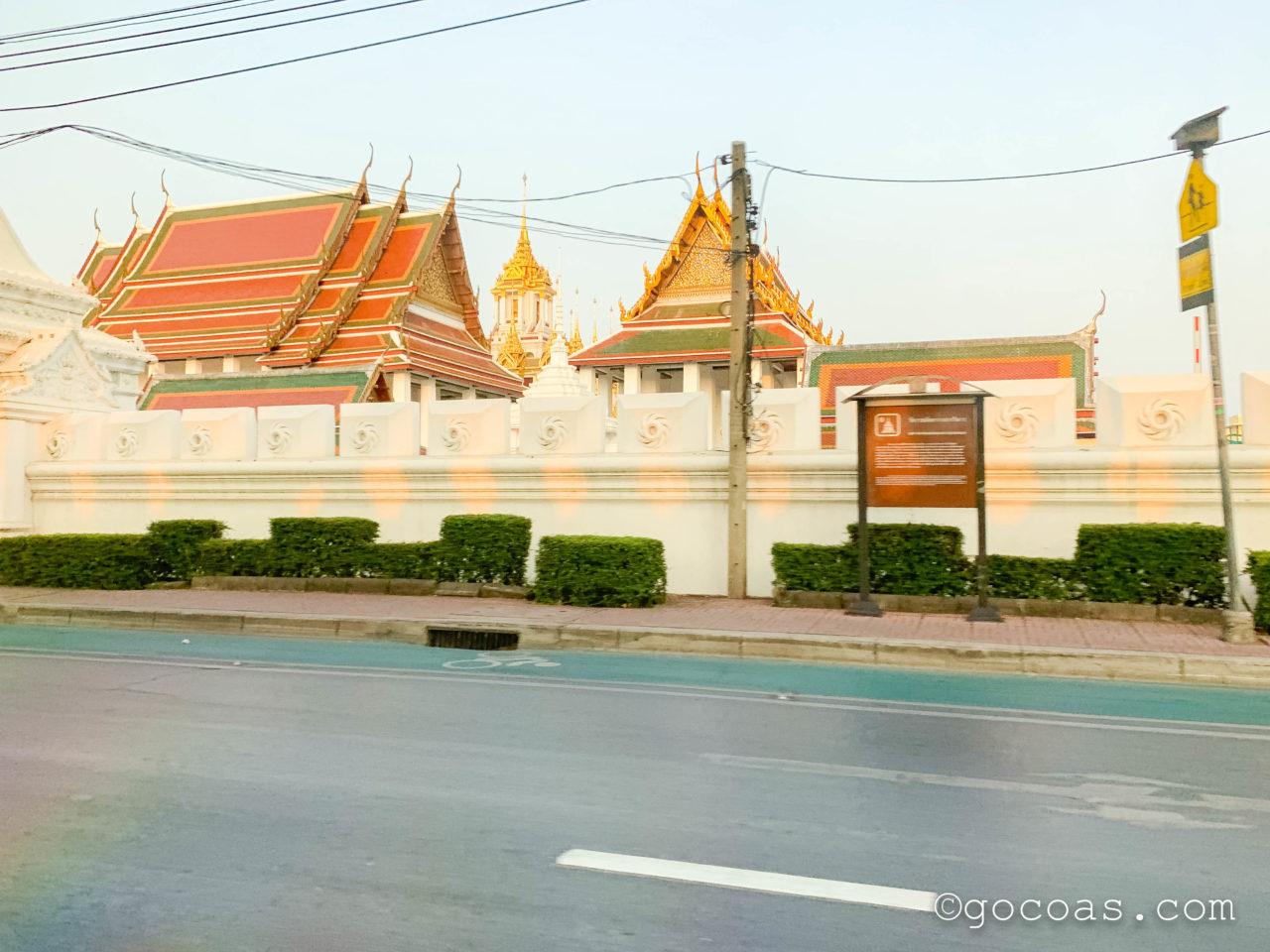 Hua Lamphong駅に行く途中の車内から見たバンコク市内の景色