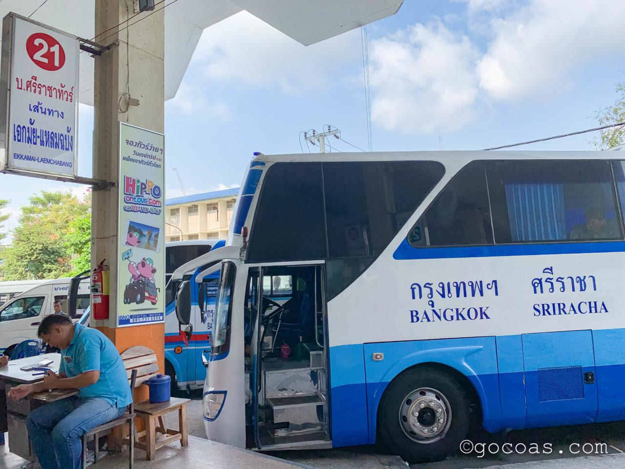 Bangkok Bus Terminal21番バス停とこれから乗るバス