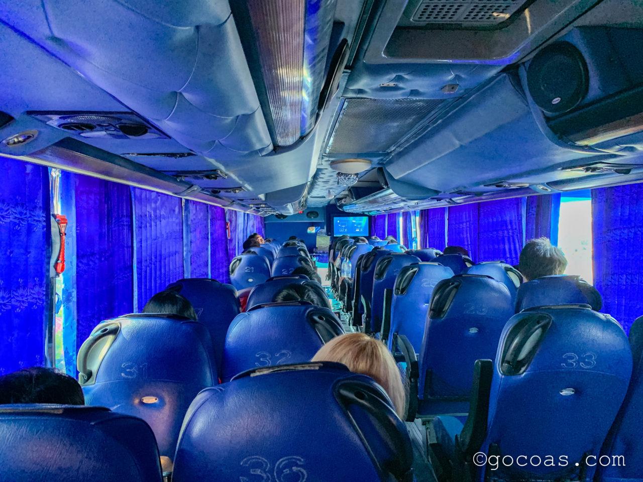シラチャタイガーズーの帰りのバスターミナルから乗ったバスの車内