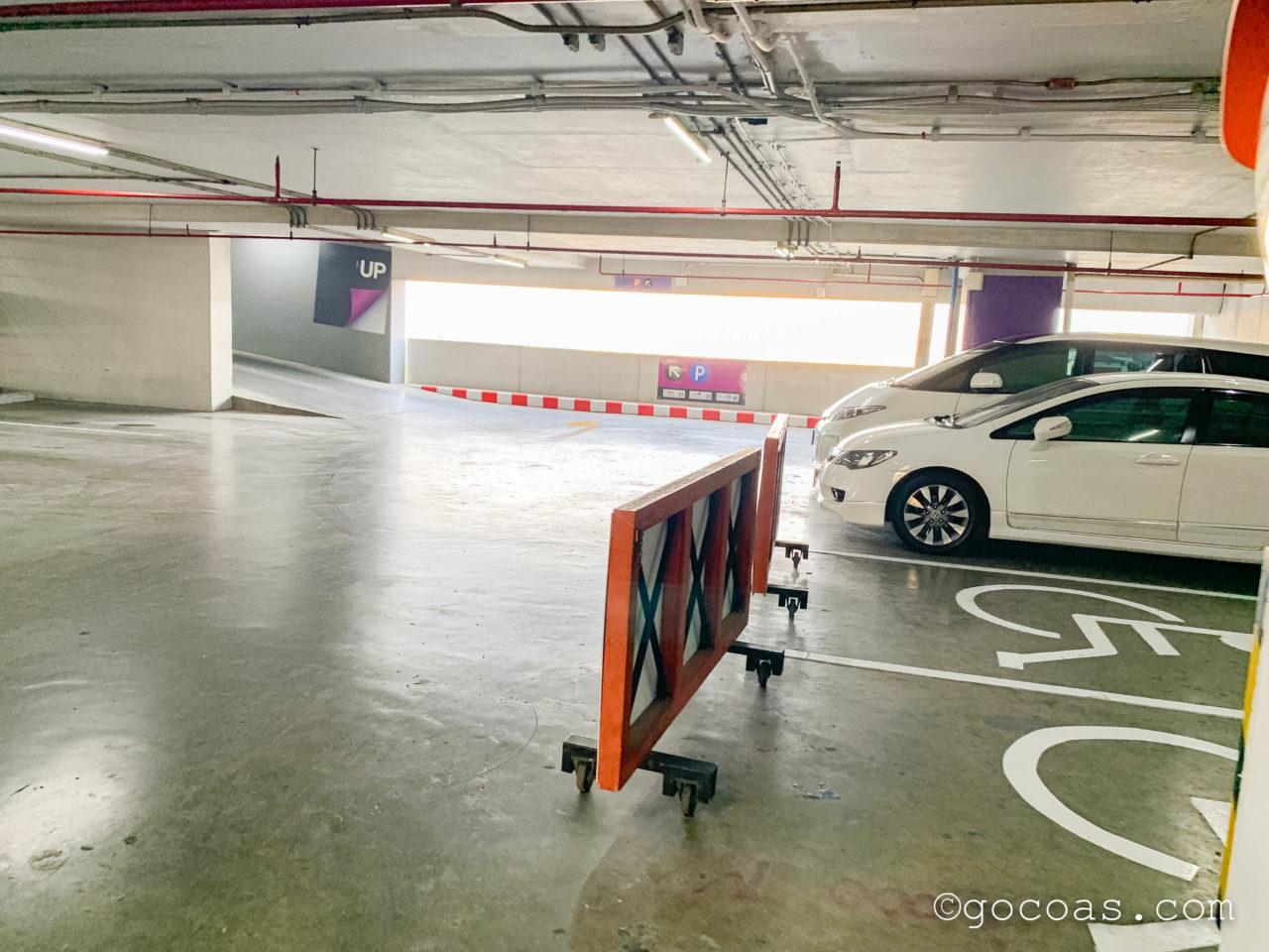 エスプラナード・ラチャダー駐車場