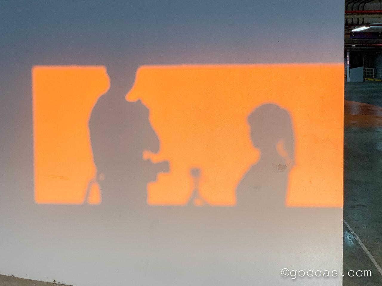 エスプラナード・ラチャダーの駐車場で撮影した夫婦のシルエット