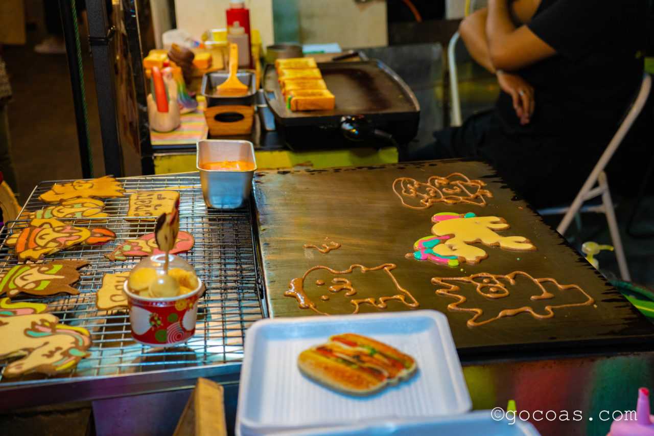 ラチャダー 鉄道市場のアートパンケーキの屋台
