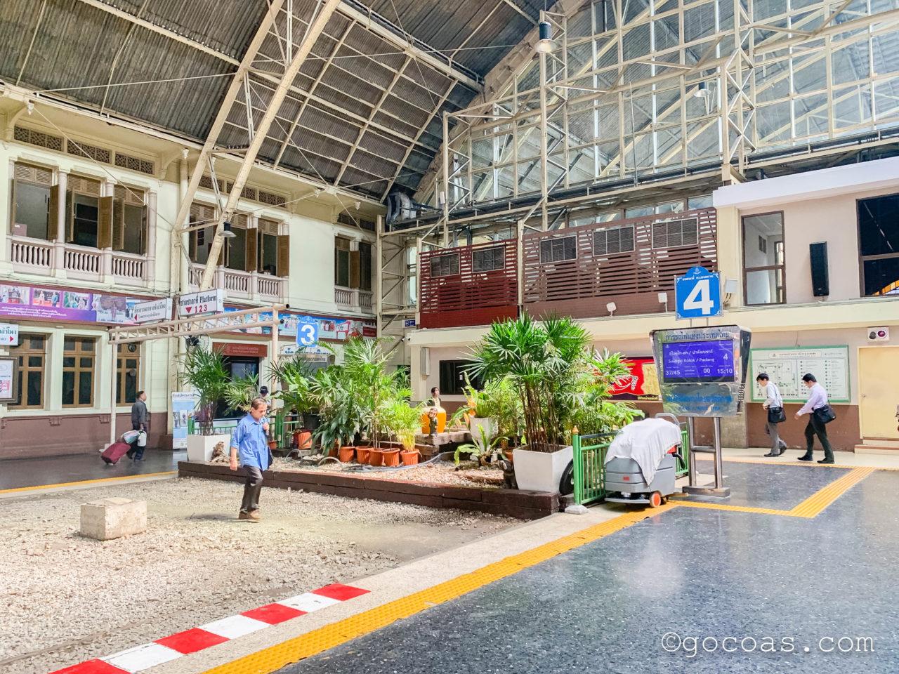 Hua Lamphong駅の3と4のホーム番号