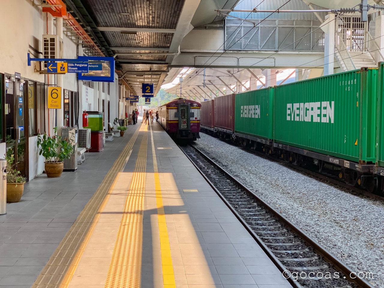 Padang Besar駅のButtrerworth行きの電車のホーム
