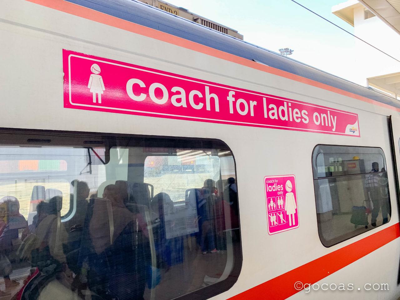 Buttrerworth駅で見た電車の女性専用車両