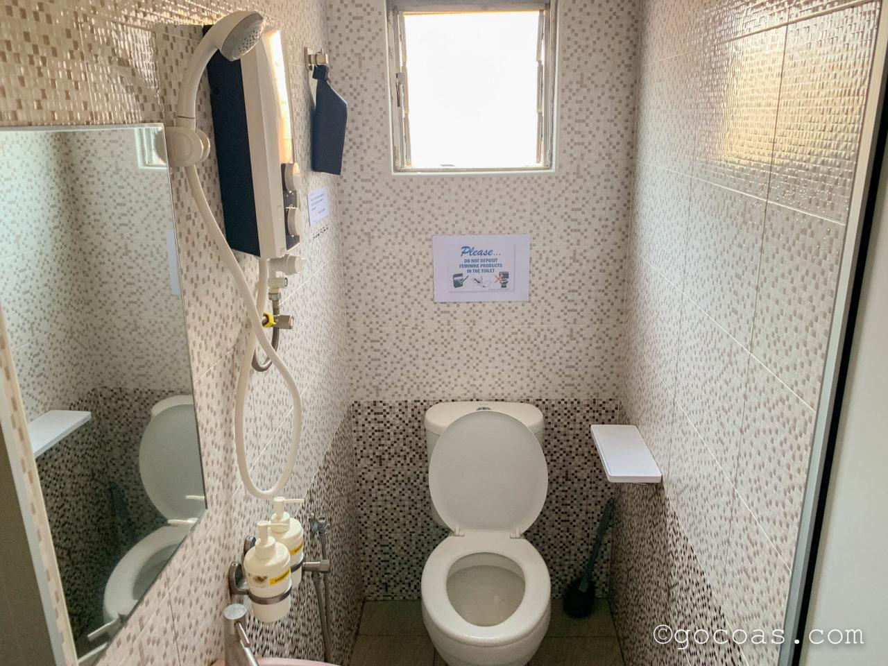 Rainbow Houseのトイレとシャワー