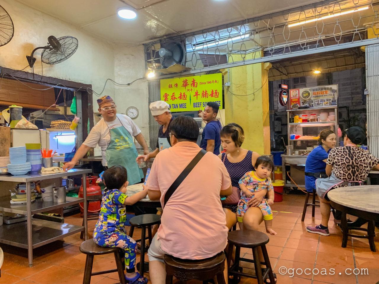 Xi Nan Cafeの賑わう店内