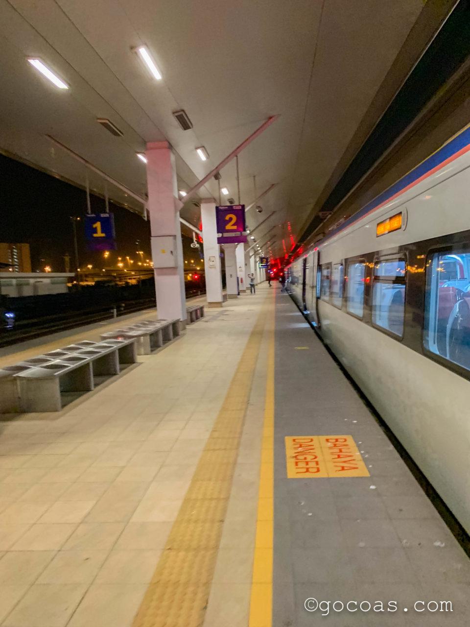 バタワース駅に来た電車