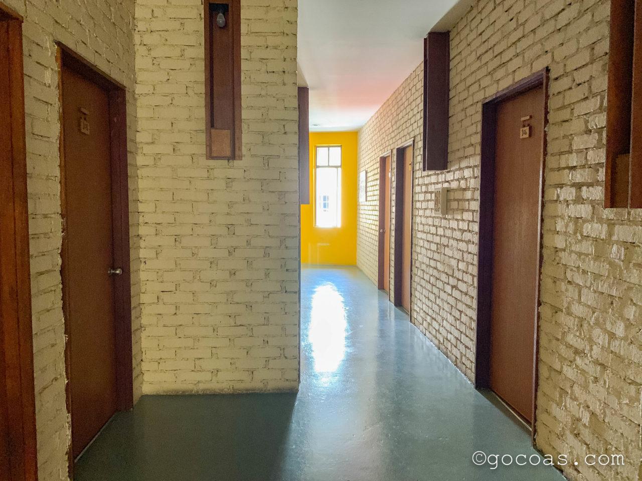 ザ エクスプローラー ゲストハウスの廊下