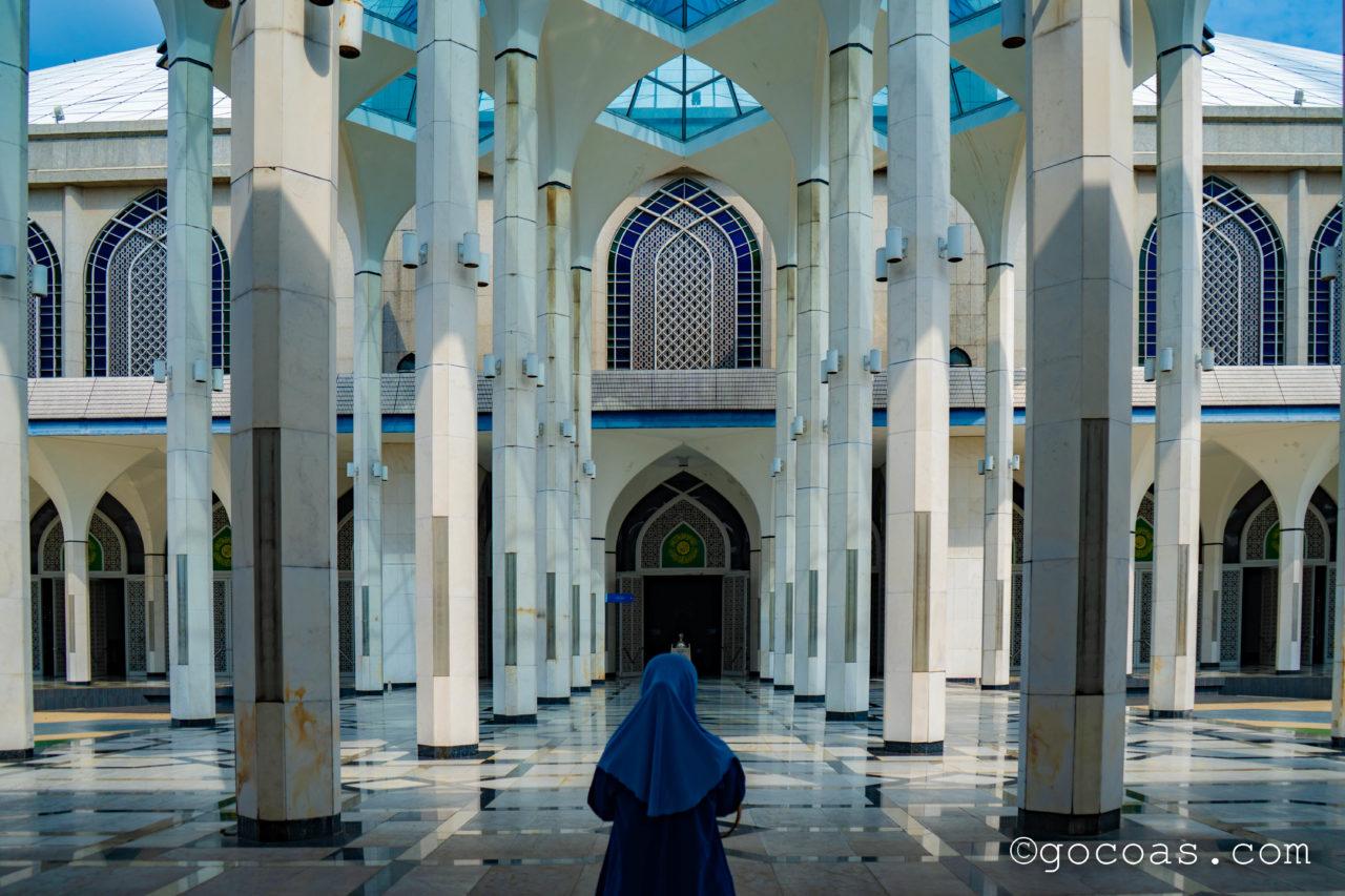 スルタン・サラディン・アブドゥル・アジズ・モスク内部