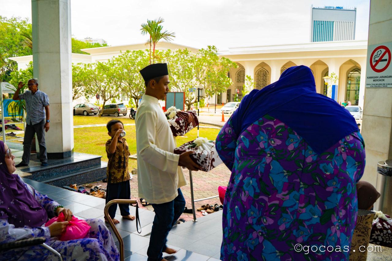 スルタン・サラディン・アブドゥル・アジズ・モスク披露宴会場にいた人
