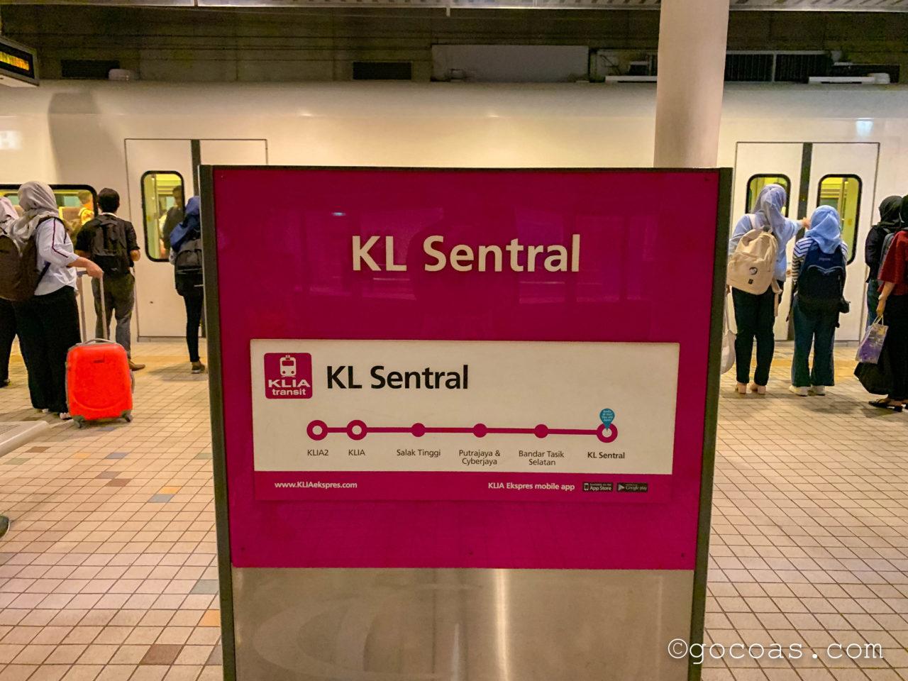 KLセントラル駅構内の路線図の看板