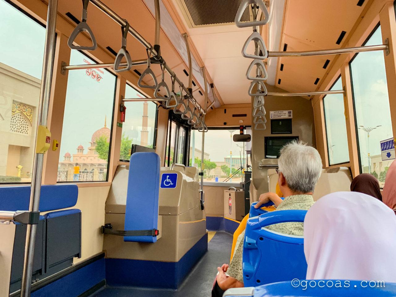 Putrajaya Centralで乗ったバスの車内