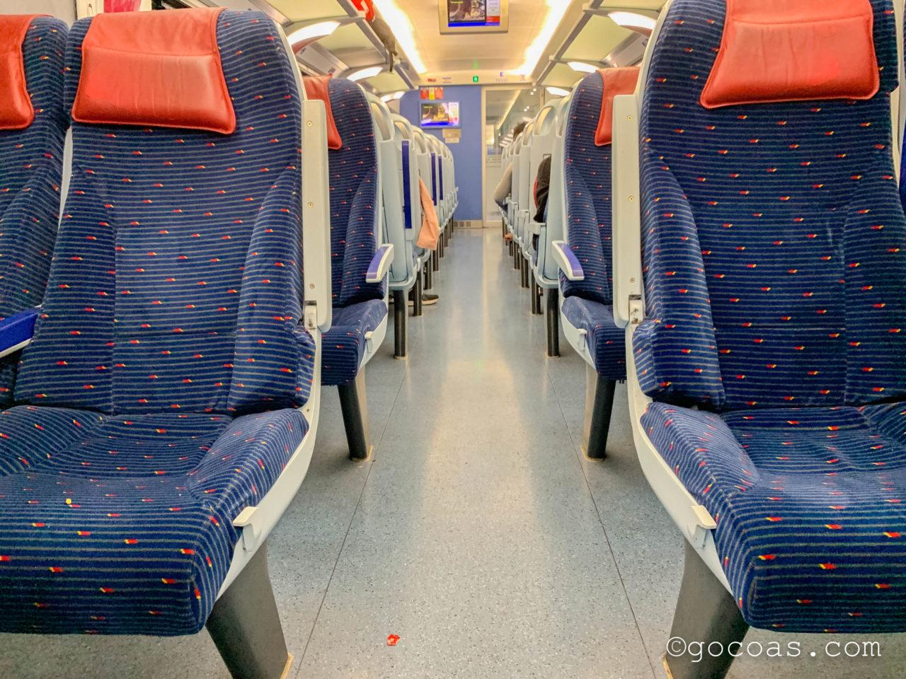 マレー鉄道の車内の座席
