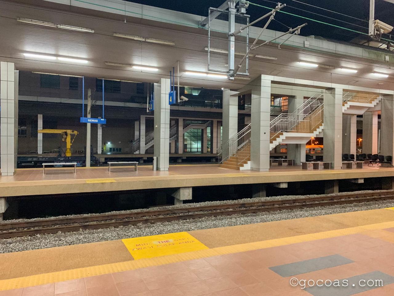 マレー鉄道のGEMAS駅のホーム