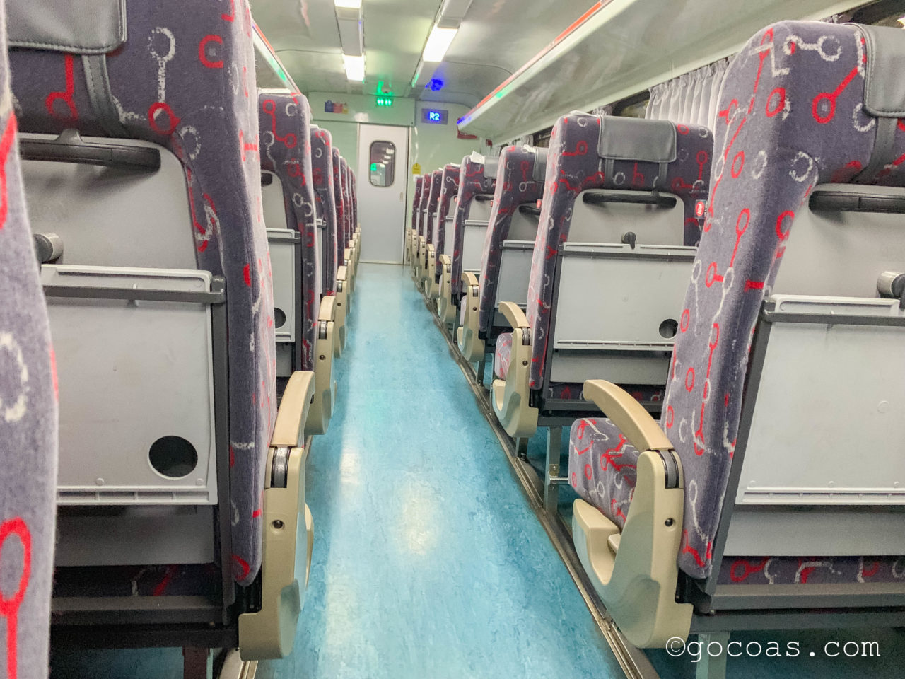 マレー鉄道の車内の座席スペース