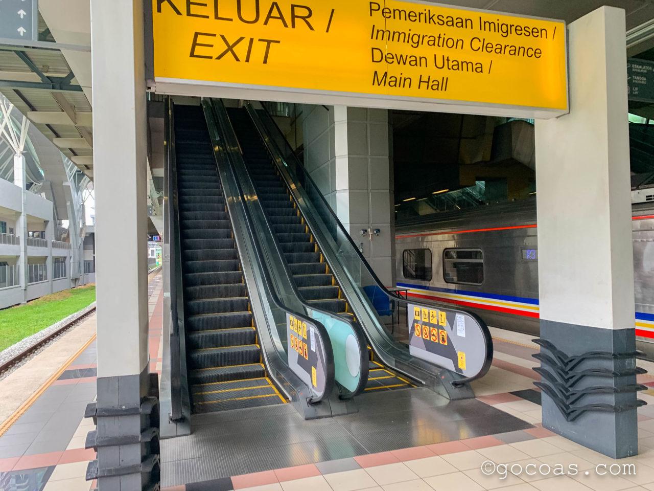 マレー鉄道のJBセントラル駅の出口へ向かうエスカレーター