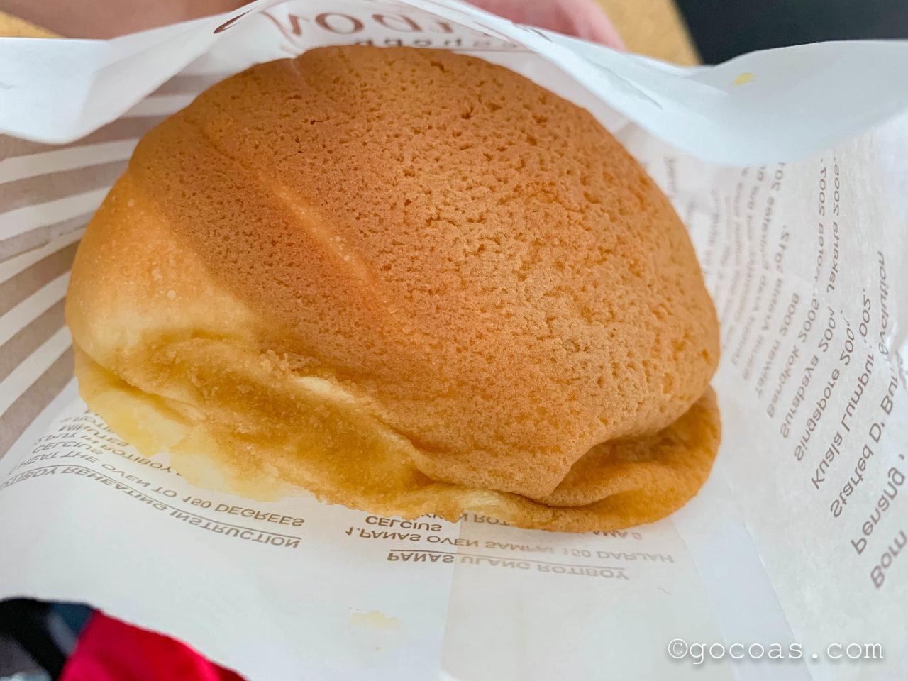 マレー鉄道のJBセントラル駅構内に並ぶRotiboyで買ったパン