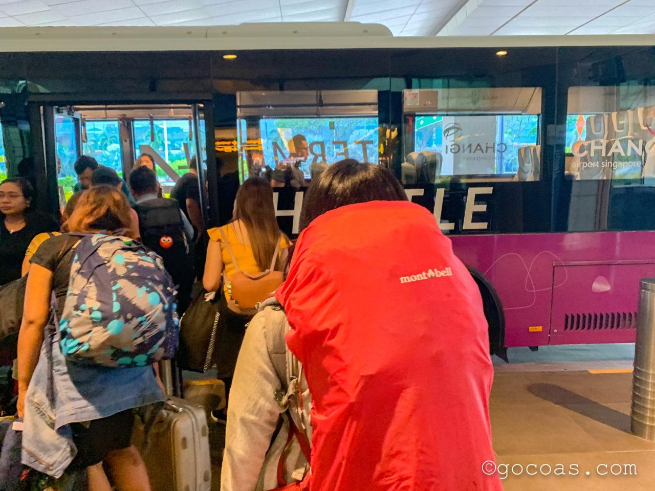 シンガポール・チャンギ国際空港のターミナル移動用シャトルバス
