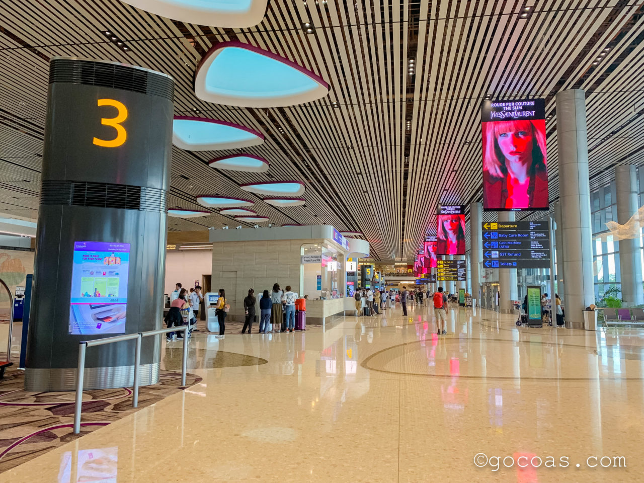 シンガポール・チャンギ国際空港のチェックインカウンター