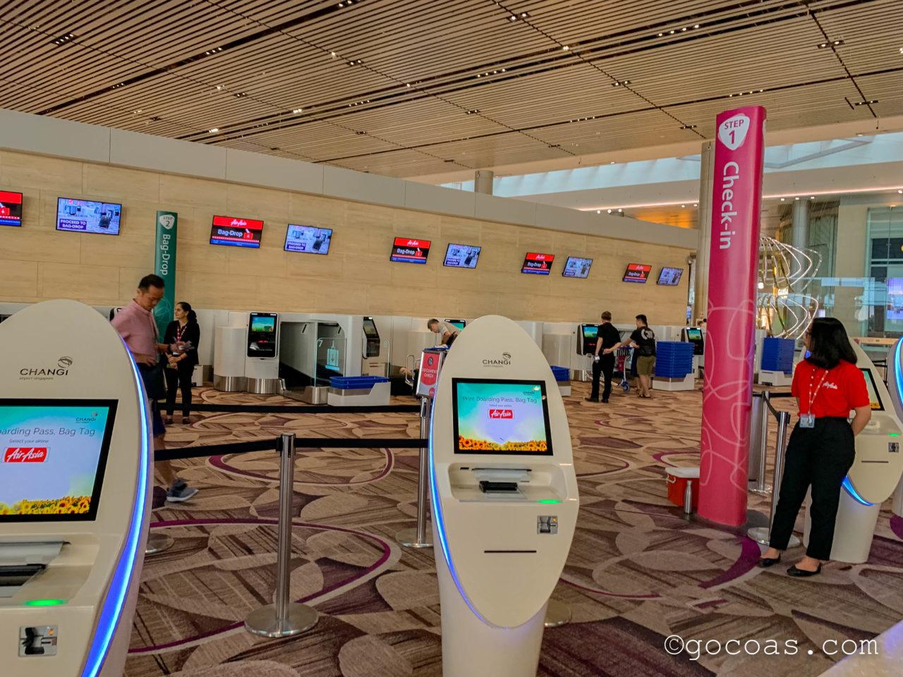 シンガポール・チャンギ国際空港の自動チェックイン機