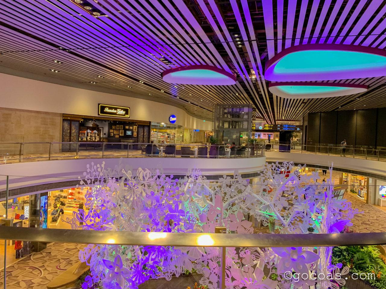 シンガポール・チャンギ国際空港内のBLOSSOM LOUNGEから見た搭乗エリア
