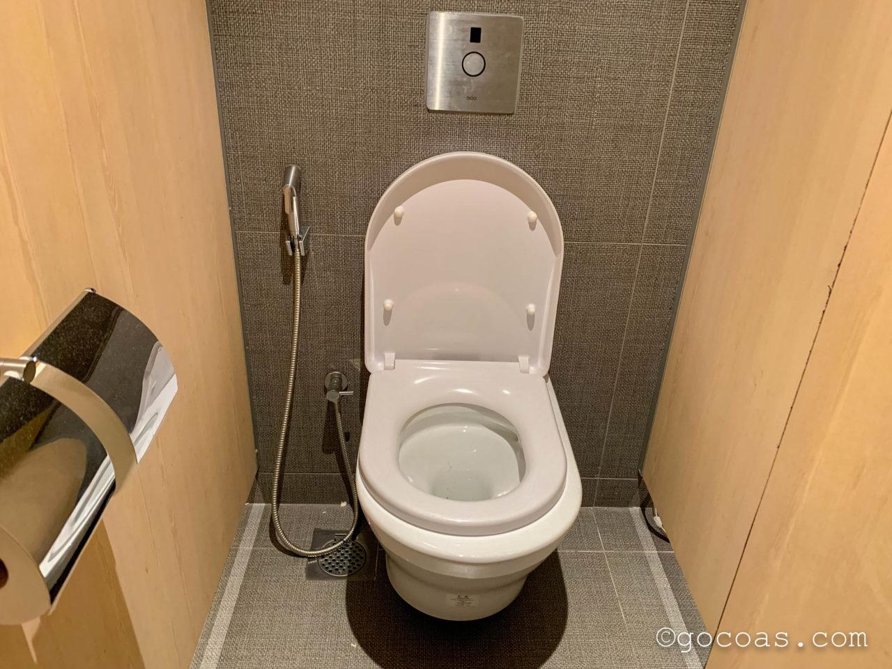 シンガポール・チャンギ国際空港内のBLOSSOM LOUNGEのトイレ