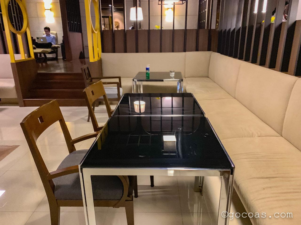 ドンムアン空港のMIRACLE LOUNGEのソファ席